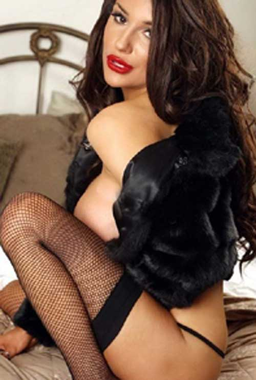 Busty escorts in Connaught Place