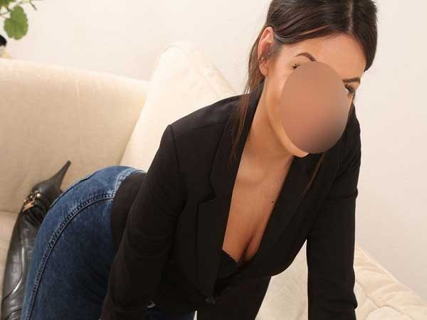 Spanking Escorts in Mall Road