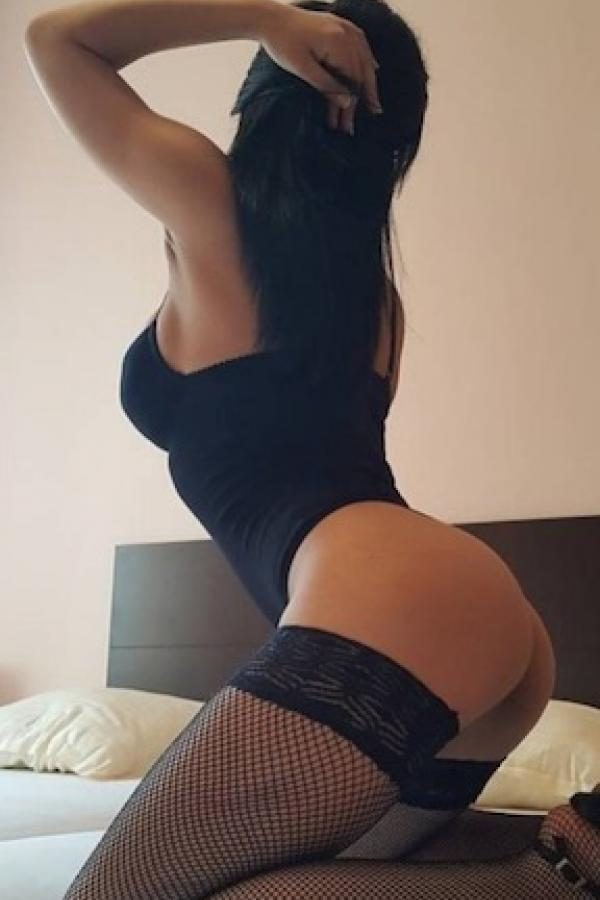 Model Escort Services in Paschim Vihar